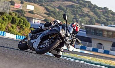 2017 Triumph Daytona 675 R Review